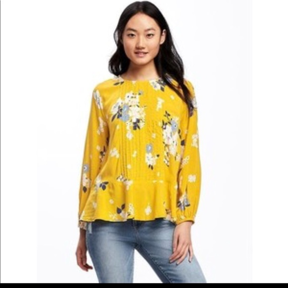894c615b02ed5 Floral pintuck swing blouse. Worn once. M 5a763cc7077b975a19d7c01b